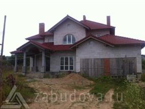 готовый дом с черепичной крышей